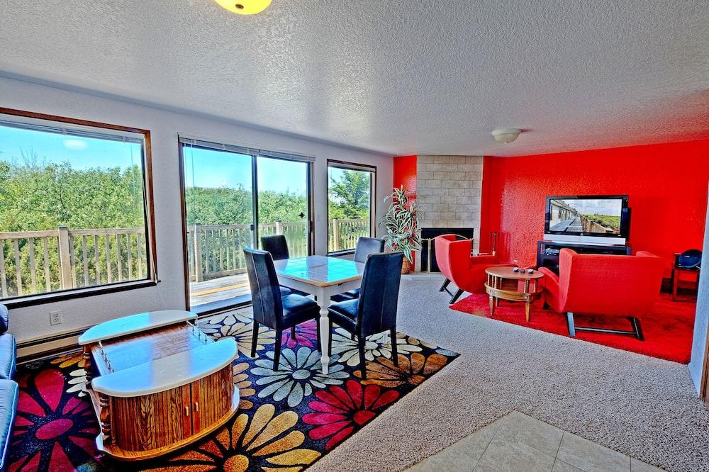 Deluxe Condo, Oceanfront - Living Area