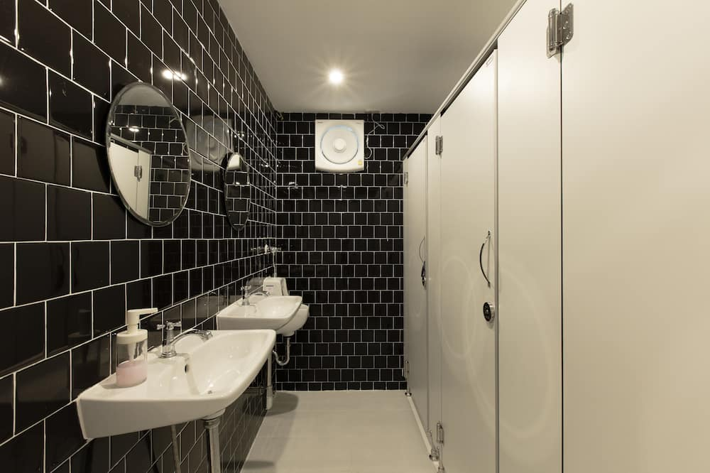 Mixed Dormitory with Shared Bathroom  - Baðherbergi