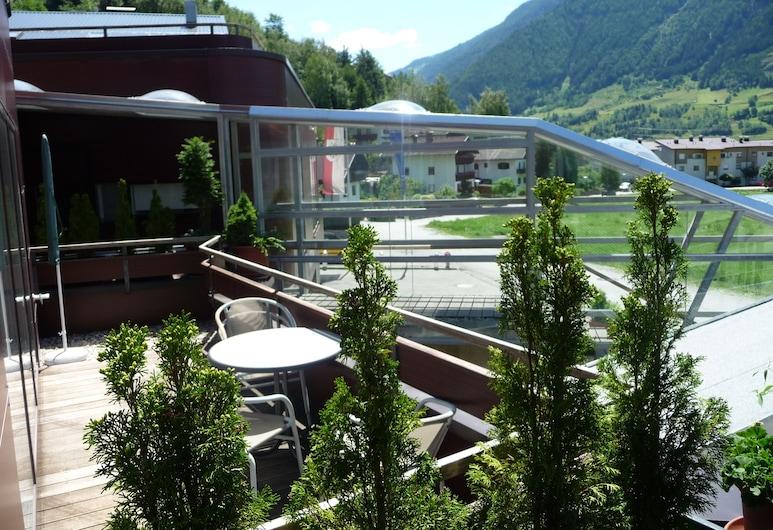 SUN Matrei Apartments, Matrei in Osttirol, Дизайнерские апартаменты, 2 спальни, Терраса/ патио