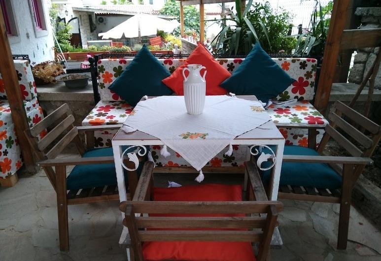 Narcicegi Butik Otel Alacati, Çeşme, Açık Havada Yemek