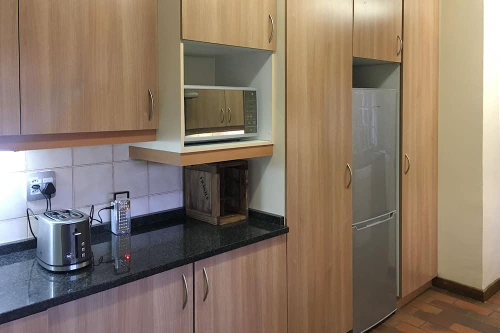 Casa estándar, 3 habitaciones, cocina, mirando al jardín - Microondas