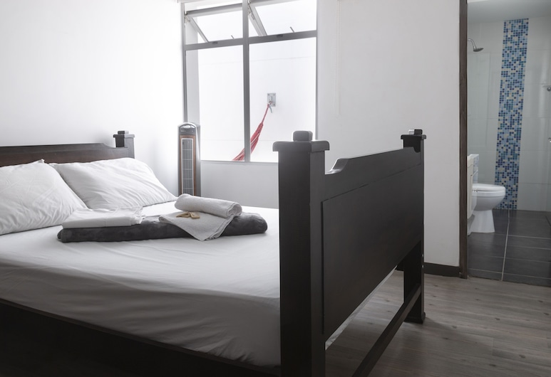 Hostal Cattleya Medellin, Medellin, Premium Double Room, 1 Double Bed, Private Bathroom, Guest Room