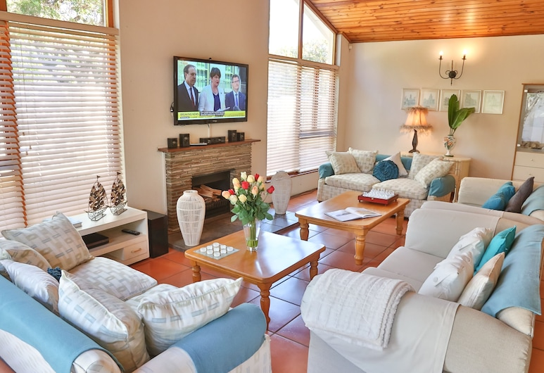 Baywatch Guest House & Tours, Cape Town, Dalebrook Room , Living Area