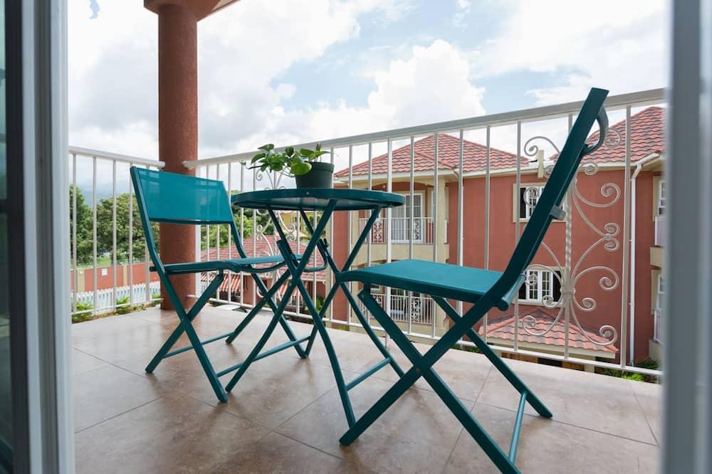 Luksusa dzīvokļnumurs, divas guļamistabas, balkons, skats uz pilsētu - Balkons