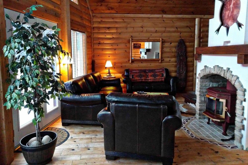Chalet, 4 Bedrooms, Hot Tub (Aksotha) - Living Area