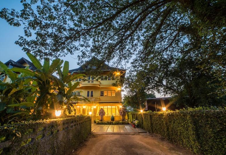 Nakaraj Princess Chiang Rai - Walking Street, Chiang Rai, Viešbučio fasadas vakare / naktį