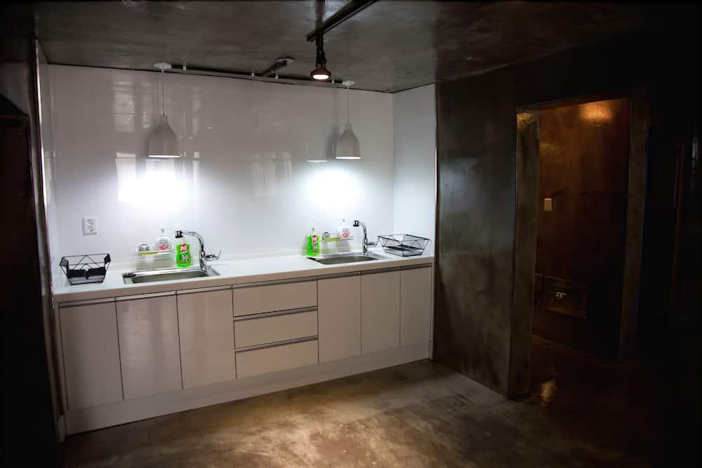 家庭四人房, 獨立浴室 - 共用廚房