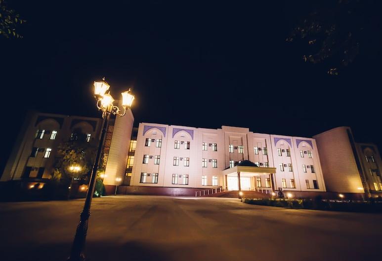 BEK Khiva Hotel, Khiva, Facciata hotel (sera/notte)
