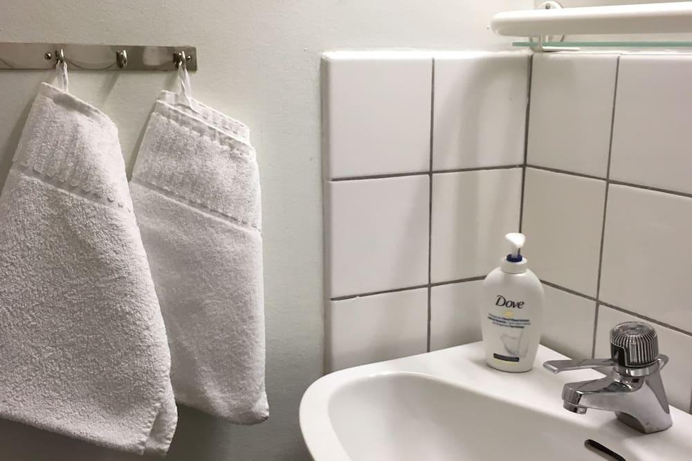 Dobbeltværelse - fælles badeværelse (Toilet and Sink in Room) - Badeværelse