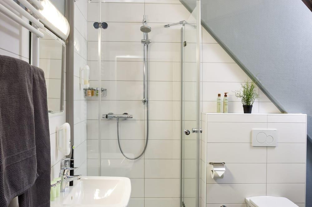 Basic Double Room, Shared Bathroom - Bathroom