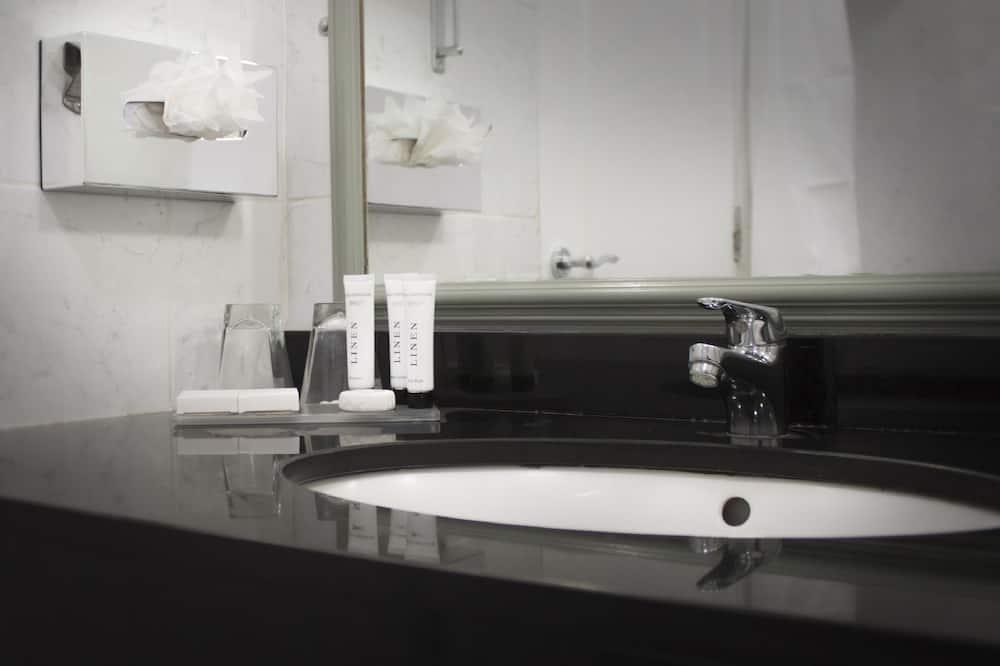 Superior - kahden hengen huone, Patio - Kylpyhuoneen pesuallas