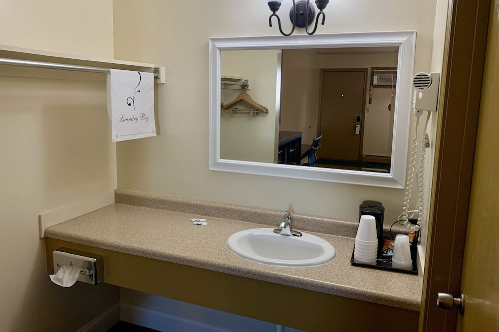Standardna soba, 2 queen size kreveta, hladnjak i mikrovalna pećnica - Kupaonica