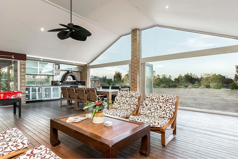 Suite, 3 Bedrooms - Living Area