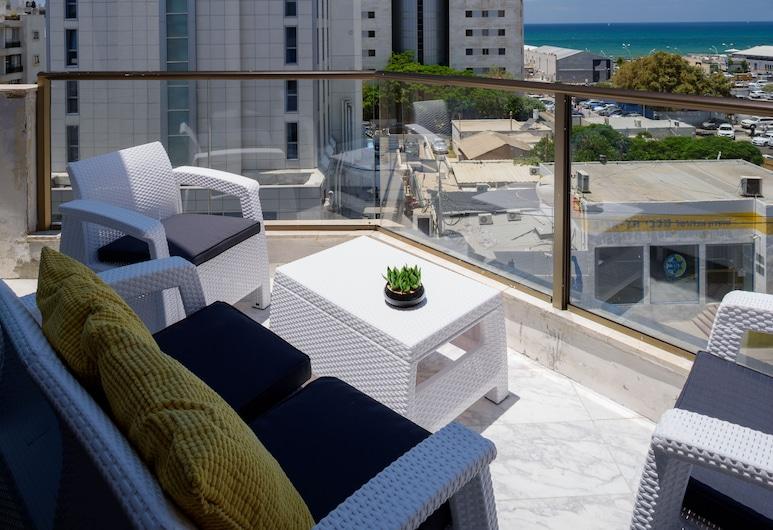 Beach View Apartments and Studios, Tel Aviv, Apartment, Beach View (2 Rooms), Balkoni