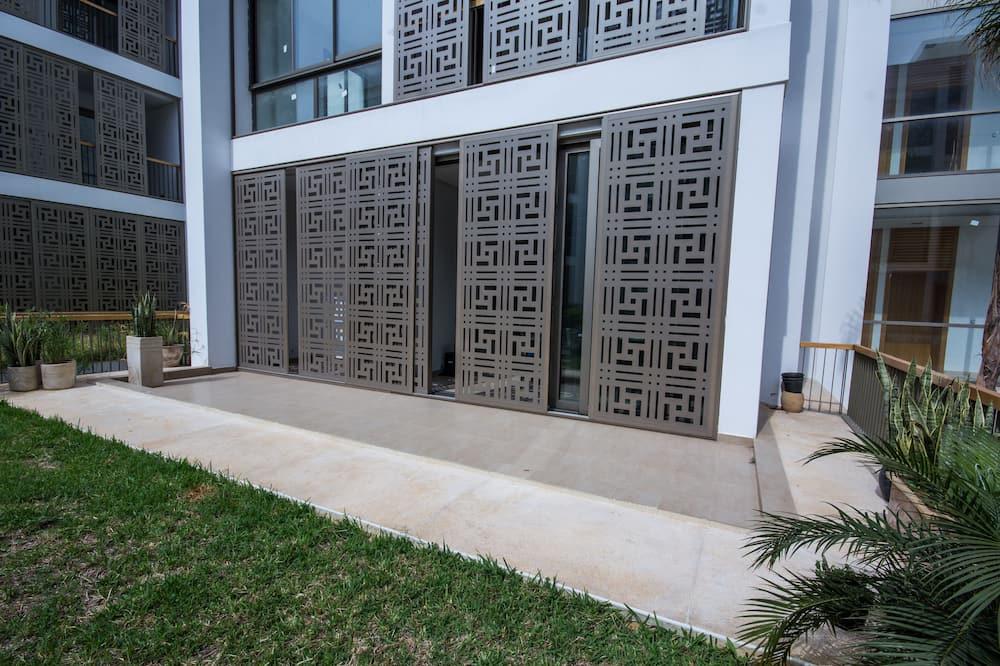 דירה, 2 חדרי שינה, קומת קרקע - מרפסת/פטיו