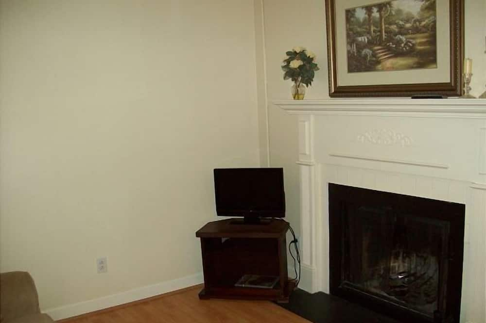 One in the Heart of Gatlinburg (Unit 306) - 1 Br condo by RedAwning