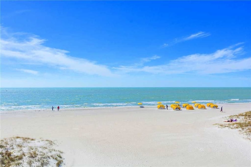 201 At Crimson S 2 Br Condo By Redawning Madeira Beach