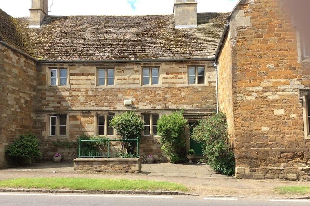 Castle Farm House B&B