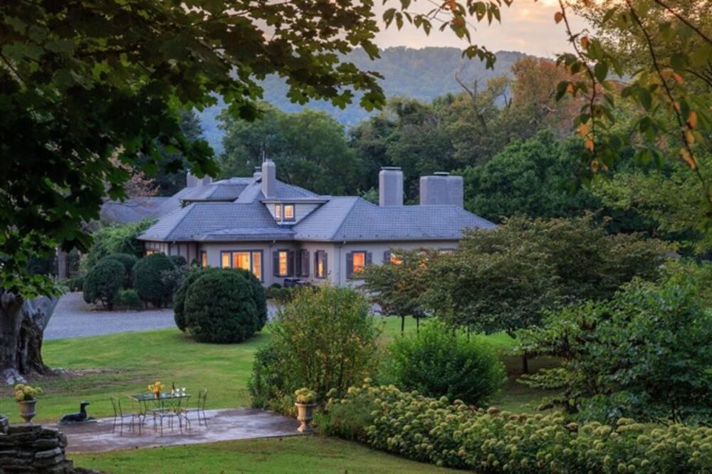 Glen Gordon Manor