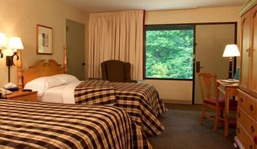 George T. Bagby State Park U0026 Lodge, Fort Gaines, Guestroom