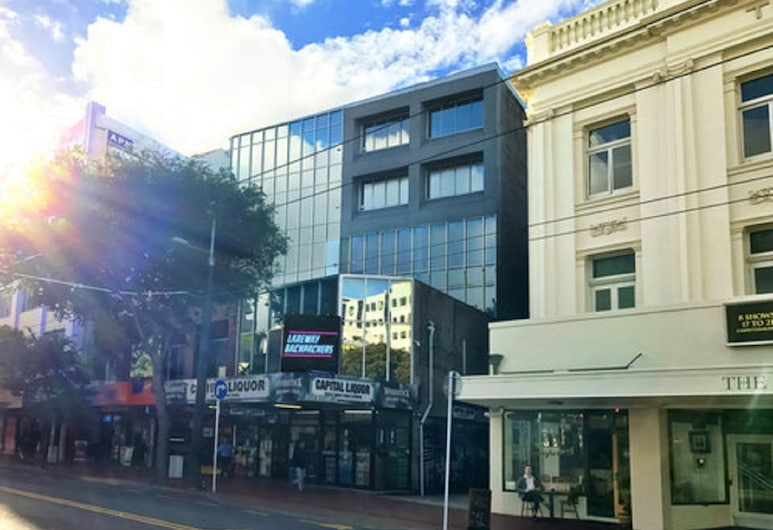 Laneway Backpackers, Wellington, Hotel Front