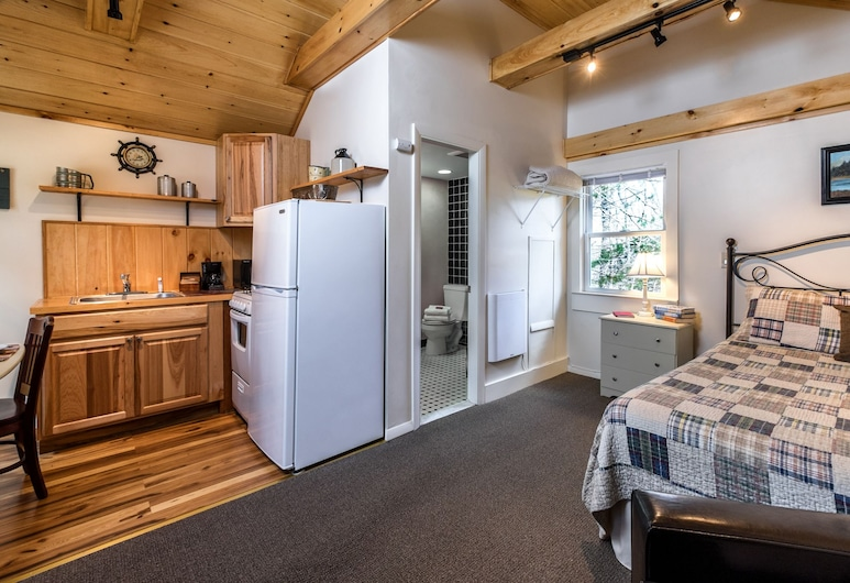Pine Grove Cottages, Lincolnville, Cottage, 1 Queen Bed (Studio, #11), Room