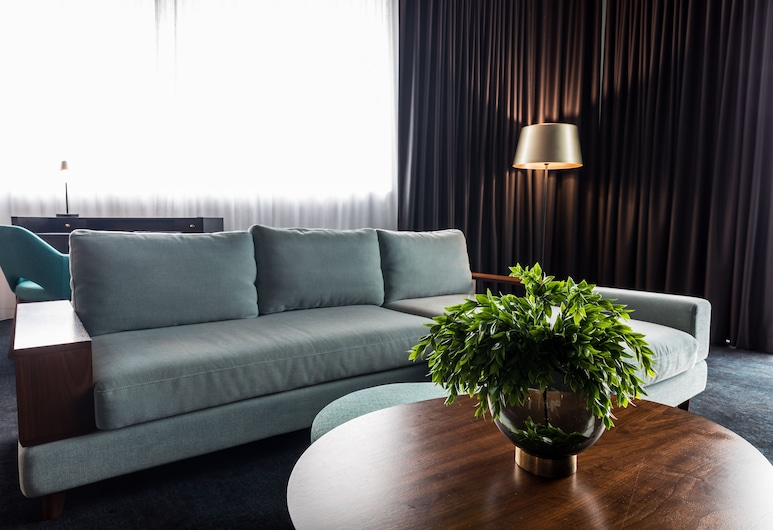 Eatons Hill Hotel, Eatons Hill, Corner Suite, Living Area