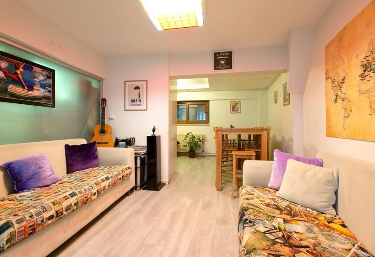 In House Hostel, Izmir, Living Room