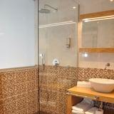 Premier lakosztály, erkély - Fürdőszoba