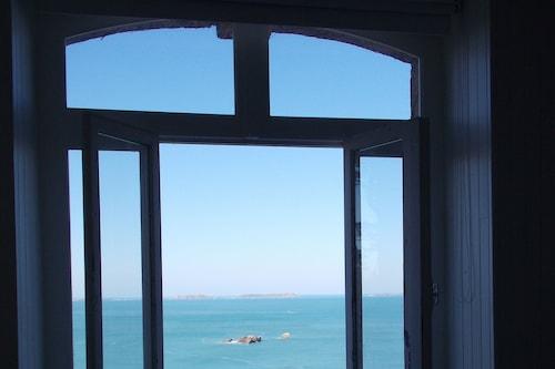 ビーチのヴィラの魅力、街のアパートの快適さ/