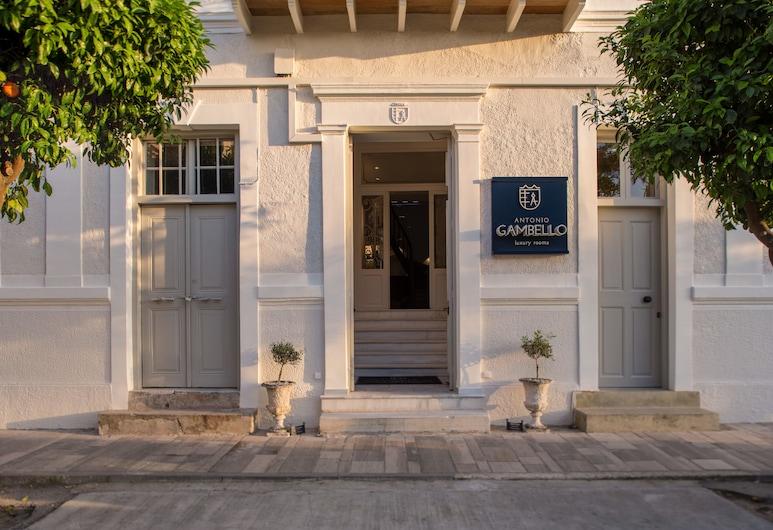Gambello Luxury Rooms, Nafplio, Hotellets indgang