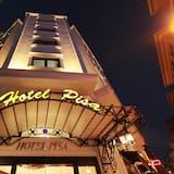 ホテルのフロント - 夕方 / 夜間