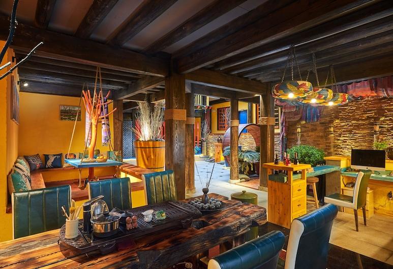 JIUMI Snow Mountain Original Art Hotel, Dečenas, Poilsio zona vestibiulyje
