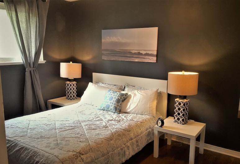 Lavish Suites - 4 Bedroom Guesthouse, Toronto