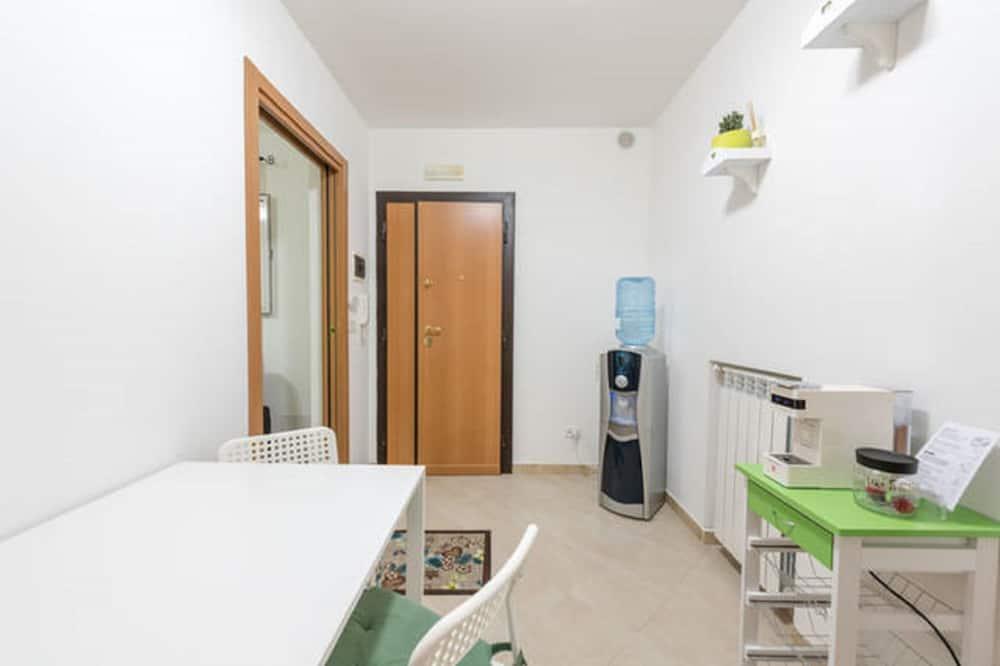 Apartment, 1 Bedroom (C) - Private kitchen