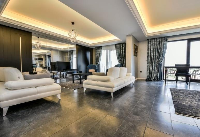 Heybeli Otel Bursa, Mudanya, Royal Σουίτα, 1 Queen Κρεβάτι με Καναπέ-Κρεβάτι, Μπανιέρα με Υδρομασάζ, Καθιστικό