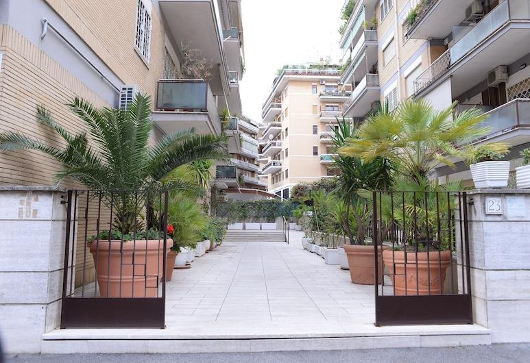 Emilio's Home, Roma