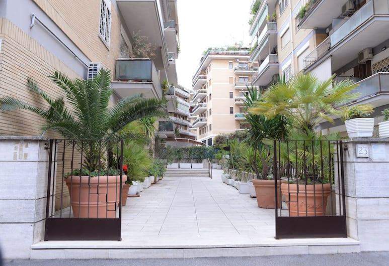 Emilio's Home, Rom