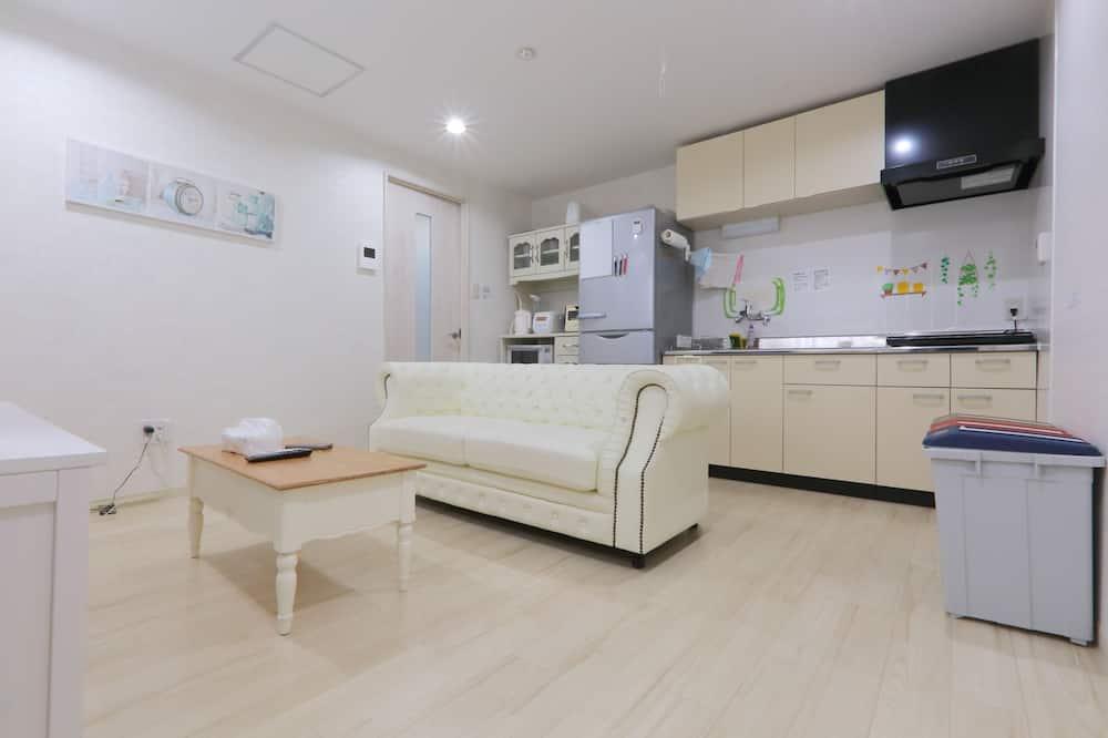 Luxury Apartment, 5 Bedrooms - Living Area