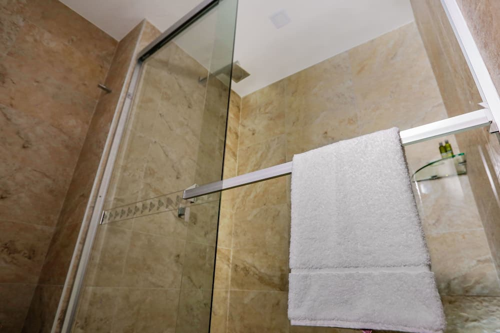 Superior Double Room, 1 King Bed, Accessible, Private Bathroom - Bathroom Shower