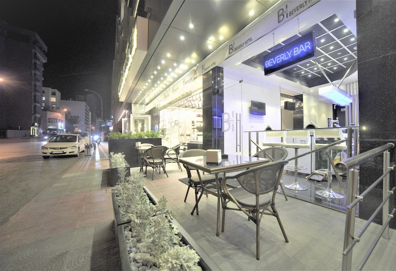 Beverly Hotel Beirut, Beirut, Outdoor Dining