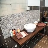 Basic Double Room Single Use - Bathroom
