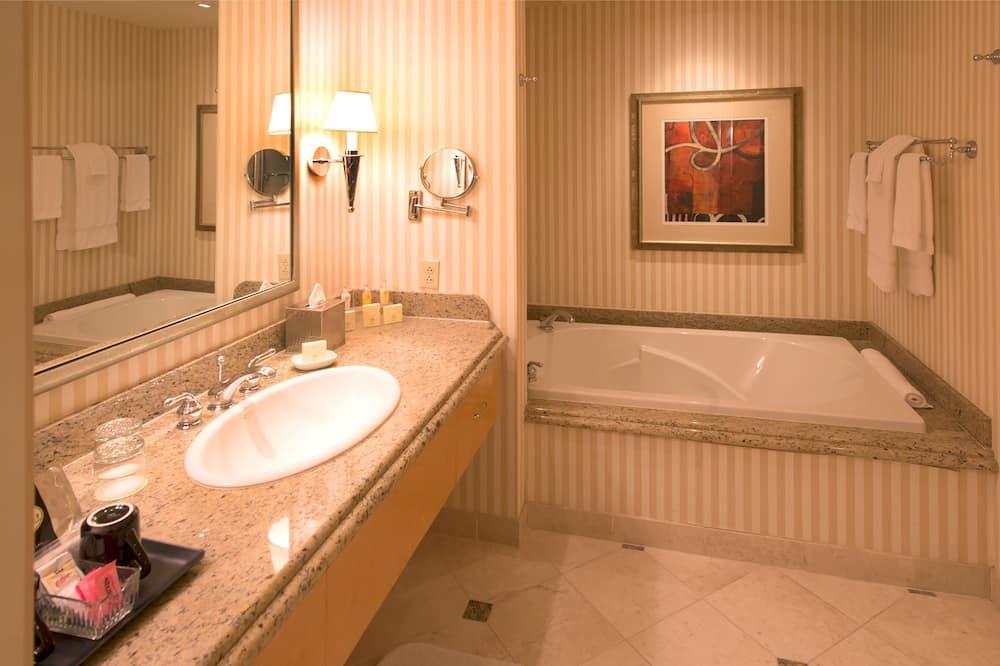 Kamar Premium, 1 Tempat Tidur King - Kamar mandi