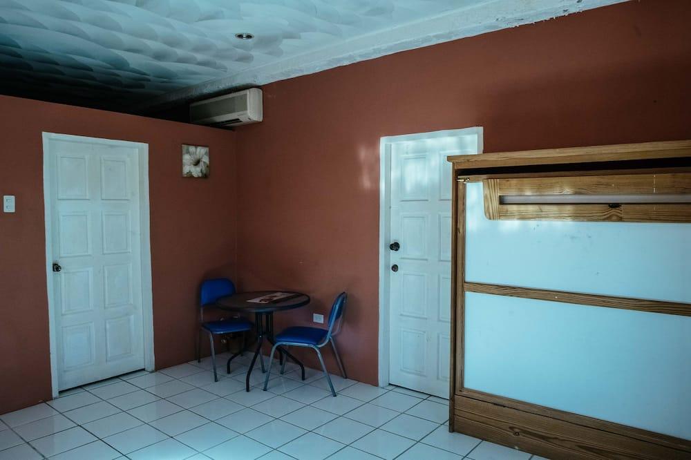 Appartement Familial, 1 chambre, patio, rez-de-chaussée - Restauration dans la chambre