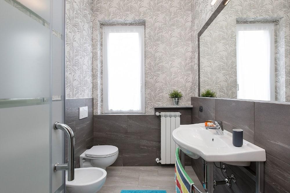 Comfort Apartment, 2 Twin Beds, Non Smoking - Bathroom