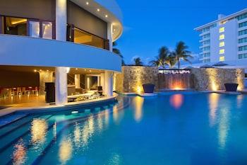 ภาพ Altitude By Krystal Grand Punta Cancun - All Inclusive ใน เอเว็นนิดา คูคุลคาน