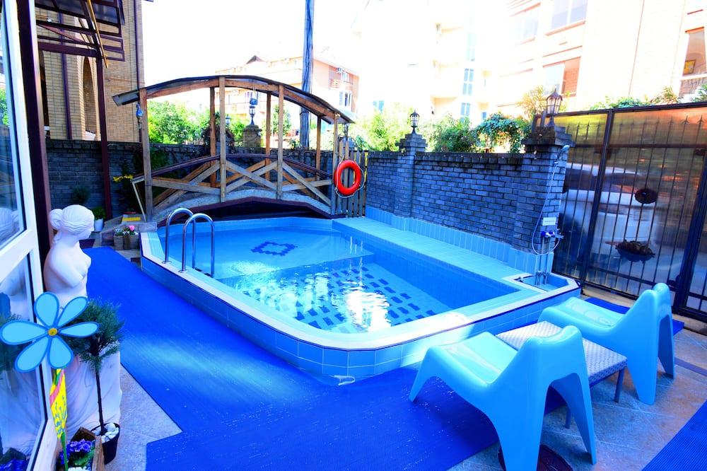Εξωτερική πισίνα