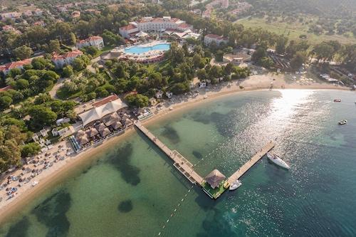 馬克華納佛凱亞海灘渡假村及水上樂園/