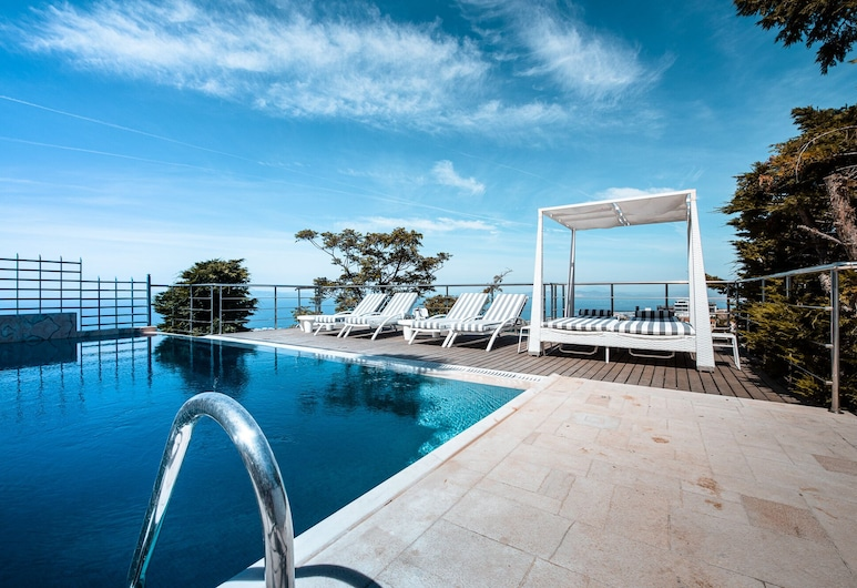 Villa Azure, Vari-Voula-Vouliagmeni, Vodopád v bazéne