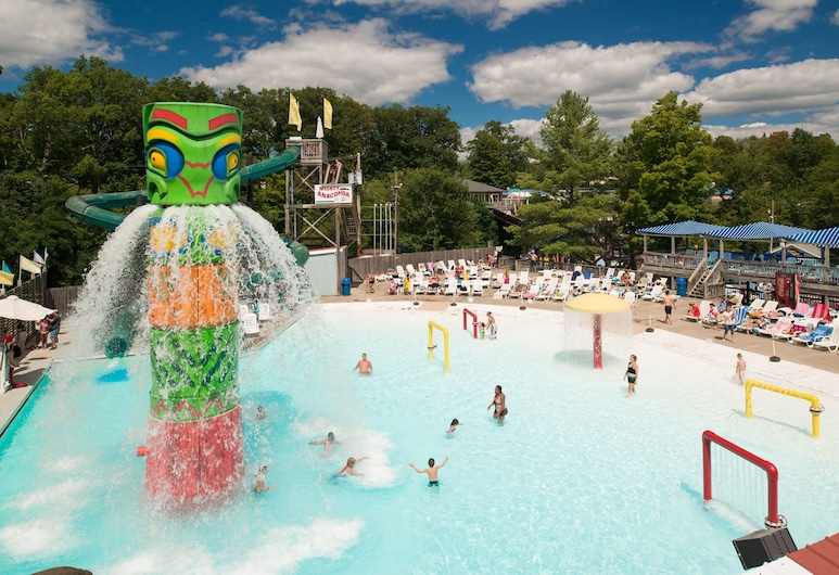 The Country Place Resort-Home of Zoom Flume Water Park, East Durham, Outdoor Pool